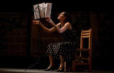 Proyecto Finisterra, presenta Aqui entre dos… somos tres, espectaculo de Isabel Romero, en el Teatro Orientacion, agosto 2015
