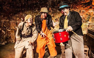 Inmigrantes Teatro presenta Kikiricaja, obra de Raymundo Garduno, en el Teatro El Granero, octubre 2016