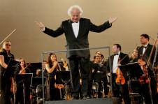 Orquesta Filarmonica 5 de Mayo dirigida por Fernando Lozano, presenta un concierto dedicado a Beethoven, en el marco del Dia Internacional del Musico. Centro Nacional de las Artes, noviembre 2016