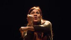 Mercedes Hernandez actua en Algo sobre las leyes de la gravitacion universal, obra de Felix Arroyo. Centro Cultural Helenico, febrero 2017
