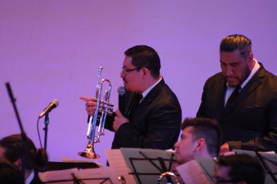 Isaias Jimenez dirige a la Latin American Jazz Orchestra que se presenta con Laura Dickinson en el Auditorio Fra Angelico del CUC, marzo 2017
