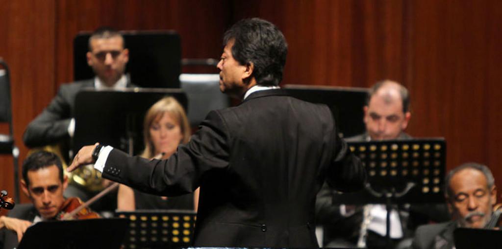 Alfredo Ibarra dirige a la Orquesta Sinfonica de Mineria en el Allegro Sinfonico. Auditorio Nacional, mayo 2017