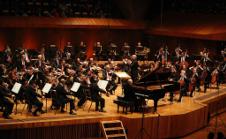 Massimo Quarta dirige a  la Orquesta Filarmonica de la UNAM, junio 2017