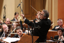 Ronald Zollman dirige a la Orquesta Filarmonica de la Ciudad de Mexico, junio 2017