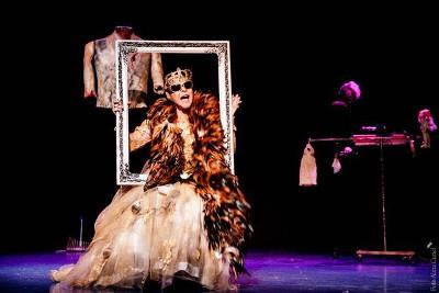 Luz Angelica Uribe lleva a escena Heroinas Transgresoras, con la direccion de Emmanuel Marquez. Teatro El Milagro, julio 2017