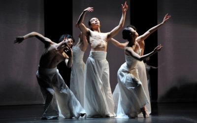 Guangdong Modern Dance Company, dirigida por Liu Qi, presento Beyond Calligraphy en el Teatro de la Ciudad, octubre 2017. Foto LI Jianyang