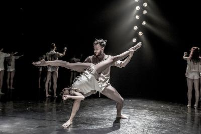 Kibbutz Contemporary Dance Company, dirigida por Rami Be'er, presenta Horses in the sky en la Sala Miguel Covarrubias, octubre 2017. Foto Eyal Hirsh
