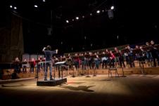 Geoffroy Jourdain dirige a la Orquesta Les Siecles y al Coro Les Cris de Paris en la Sala Nezahualcoyotl, octubre 2017