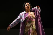 Hasta la China fueron a dar mis mechas con el ventarron, dirigida por Otto Minera, se presenta en el Foro La Gruta del Centro Cultural Helenico, noviembre 2017