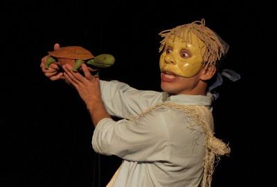 Laboratorio de la Mascara presenta Caballo blanco, obra de Alicia Martinez Alvarez, en el Teatro El Milagro, febrero 2017