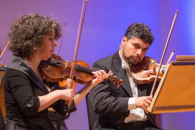 Stephanie Gonley y Ofer Falk interpretaron a Mozar con la  English Chamber Orchestra, dirigida por Jose Serebrier. Palacio de Bellas Artes, octubre 2017