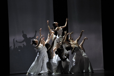 Guangdong Modern Dance Company, dirigida por Liu Qi,  presento Beyond Calligraphy en el Teatro de la Ciudad, octubre 2017. Foto LI Jianyang.