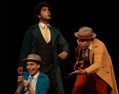 Rafaga Teatro presenta Sin pies ni cabeza, obra de Jaime Chabaud y dirigida por Quy Lan Lachino. Sala Xavier Villaurrutia, octubre 2017