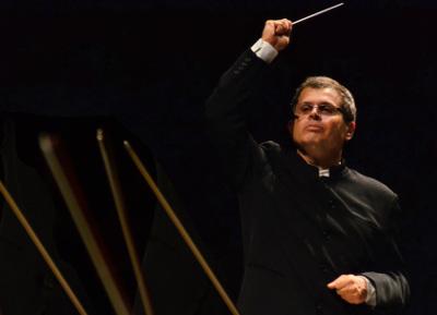 Lanfranco Marcelletti dirige a la Orquesta Sinfonica Nacional en el estreno Concierto-son para flauta y orquesta de Arturo Marquez. Palacio de Bellas Artes, diciembre 2017