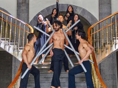 La Pasion, espectaculo de Rodrigo Gonzalez con musica de Alonso J. Burgo, se presenta en La Capilla Gotica del Instituto Cultural Helenico, abril 2018