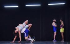 Afuera, reconstruccion de una obra de Nicolas Poggi, se presenta en el Teatro Orientacion, abril 2018