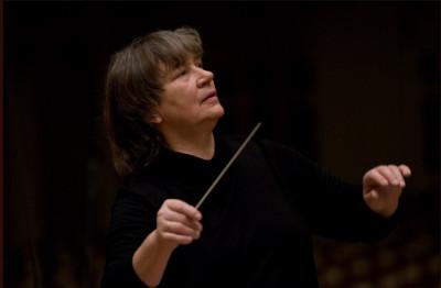 Agnieszka Duczmal dirige a la Orquesta de Camara Amadeus de la Radio Polaca, en su presentacion en el Palacio de Bellas Artes, mayo 20128