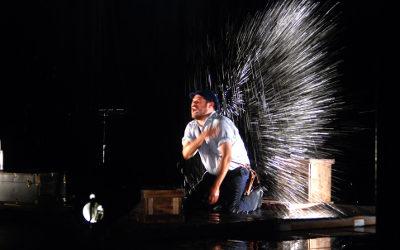 Goyo Carrillo es Dante Gaspar, un hombre en aguas peligrosas. Teatro Orientacion, agosto 2018. Foto Alfredo Hurtado