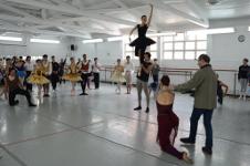 Mario Galizzi en el ensayo de La Bella durmiente del Bosque con la Compania Nacional de Danza, octubre 2018