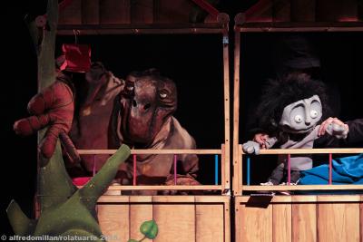 Astillero Teatro presenta De monstruos, gigantes y otras calamidades en el Teatro Benito Juarez, octubre 2018. Foto Alfredo Millan