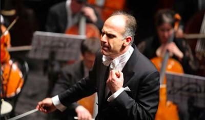 Massimo Quarta dirige a la Orquesta Filarmonica de la UNAM. Sala Nezahualcoyotl, febrero 2019.