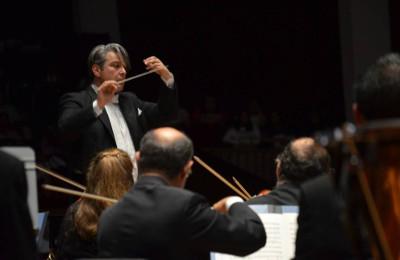 Srba Dinic dirige a la Orquesta y Coro del Teatro de Bellas Artes en la interpretacion de La condenación de Fausto. Palacio de Bellas Artes, febrero 2019. Foto Jose Maria Serralde