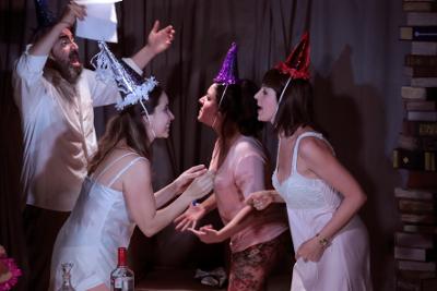 Villa Dolorosa. Tres cumpleanos frustrados, con direccion de Silvia Ortega Vettoretti, se presenta en el Foro La Gruta del Centro Cultural Helenico, marzo 2019. Foto Alfredo Millan