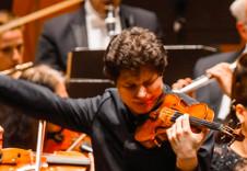 Augustin Hadelich, solista invitado en la Temporada Verano 2019 de la Orquesta Sinfonica de Mineria. Sala Nezhualcoyotl, julio 2019