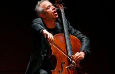 Giovanni Sollima, chelo, solista invitado de la Orquesta Sinfonica de Mineria. Sala Nezahualcoyotl, julio 2019
