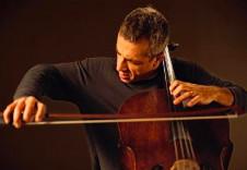 Giovanni Sollima, chelo, solista invitado en la Temporada Verano 2019 de la Orquesta Sinfonica de Mineria. Sala Nezhualcoyotl, julio 2019