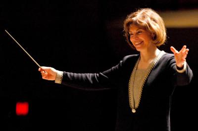 JoAnn Fallleta dirige a la Orquesta Sinfonica de Mineria. Sala Nezahualcoyotl, julio 2019