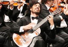 Pablo Sainz Villegas, guitarra, solista invitado en la Temporada Verano 2019 de la Orquesta Sinfonica de Mineria. Sala Nezhualcoyotl, julio 2019