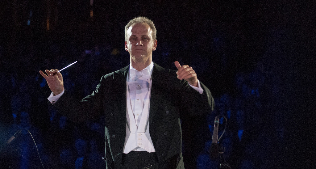 Carlos Miguel Prieto, dirige a la Orquesta Sinfonica de Mineria, agosto 2019