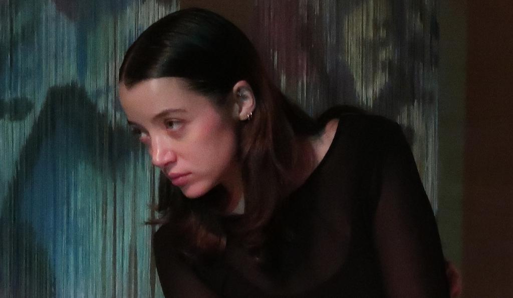 Pia Laborde Noguez interpreta Una nina es una cosa a medio forma. Museo Rufino Tamayo, agosto 2019. Foto Cristina Kahlo.