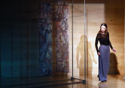 Pia Laborde Noguez interpreta Una nina es una cosa a medio forma. Museo Rufino Tamayo, agosto 2019. Foto Daniel Laborde