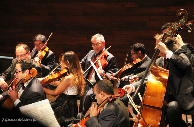 Orquesta de Camara de Bellas Artes, dirigida por Ludwig Carrasco, octubre 2019. Foto J Gerardo Ceballos G.