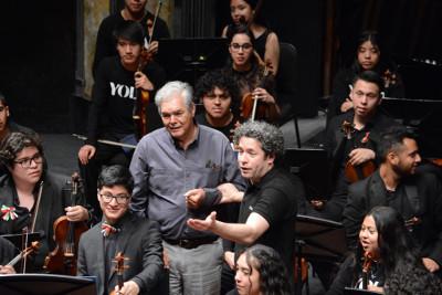 Gustavo Dudamel  y Arturo Marquez, ensayo con la Orquesta Juvenil de Los Angeles en Encuentros 2019.