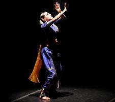 Saundarya Lahari, dirigida por Patricia Torres, presenta en el Centro Cultural Los Talleres, el espectaculo Vibhvana, noviembre 2019. Foto Barbara Pineda.