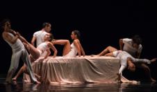 Contempodanza presenta Camas con Historias obra de Cecilia Appleton. Teatro de la Ciudad, febrero 2020. Foto Fausto Jijon Quelal
