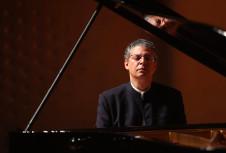 Leonel Morales, piano, se presenta con la Orquesta Filarmonica de la UNAM. Sala Nezahualcoyotl, febrero 2020