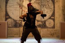 Zapato busca Sapato, obra de Clarissa Malheiros, se presenta en el Teatro Helenico febrero 2020. Foto Thaneressa Lima