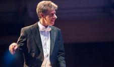 Jan Latham Koenig dirige a la Orquesta Filarmonica de la UNAM. Sala Nezahualcoyotl, marzo 2020